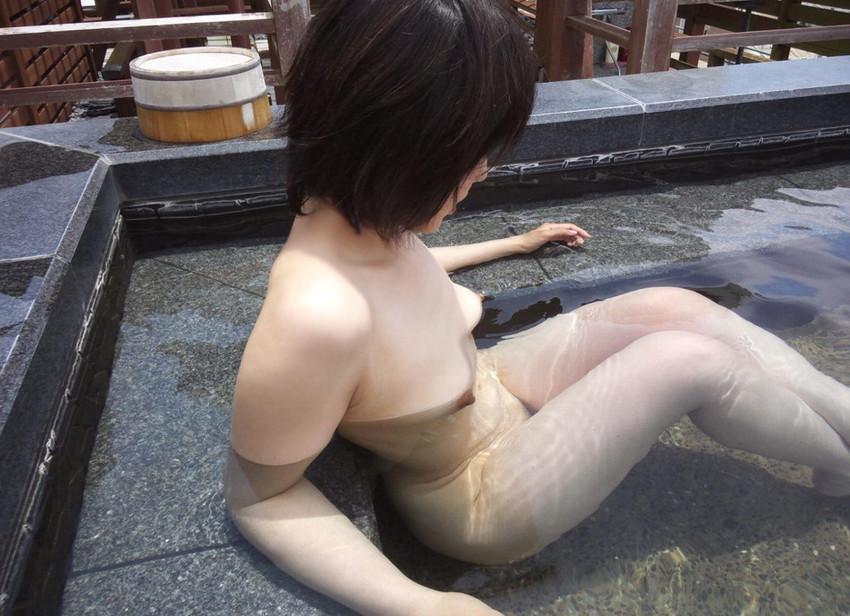 【温泉エロ画像】温泉とおっぱいの組み合わせが王道エロでヌける!温泉ロケで映っちゃったりグラビアだったり温泉とおっぱいの画像集 21
