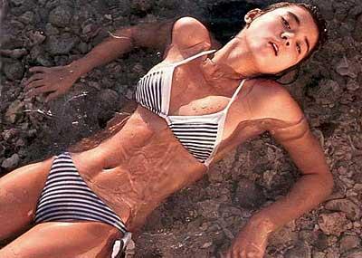 【石田ゆり子エロ画像】今のグラビアアイドルもぶっ飛ぶ石田ゆり子のグラビア破壊力!今なお美しい石田ゆり子の超エロいグラビア画像集