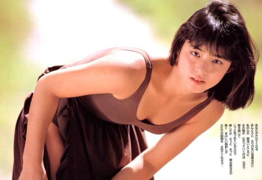 【石田ゆり子エロ画像】今のグラビアアイドルもぶっ飛ぶ石田ゆり子のグラビア破壊力!今なお美しい石田ゆり子の超エロいグラビア画像集 16