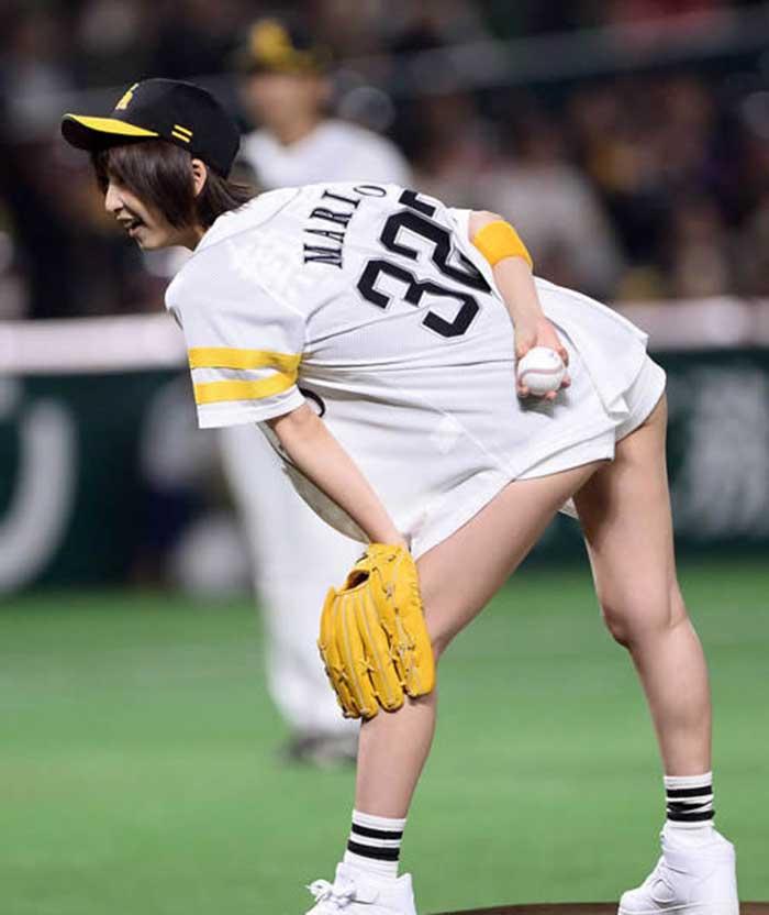 【始球式エロ画像】野球好きじゃなくてもコレは絶対好き!アイドル始球式のパンチラやムチムチ太もも画像を集めてみたぜ! 07