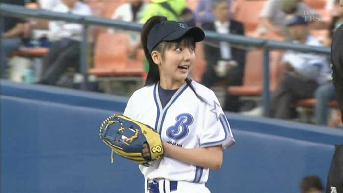 【始球式エロ画像】野球好きじゃなくてもコレは絶対好き!アイドル始球式のパンチラやムチムチ太もも画像を集めてみたぜ! 49
