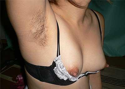 【ワキ毛エロ画像】ワキの下ってつるつるよりちょっと剃り残しがあった方が一万倍エロい!という事実がよくわかる厳選画像50選!