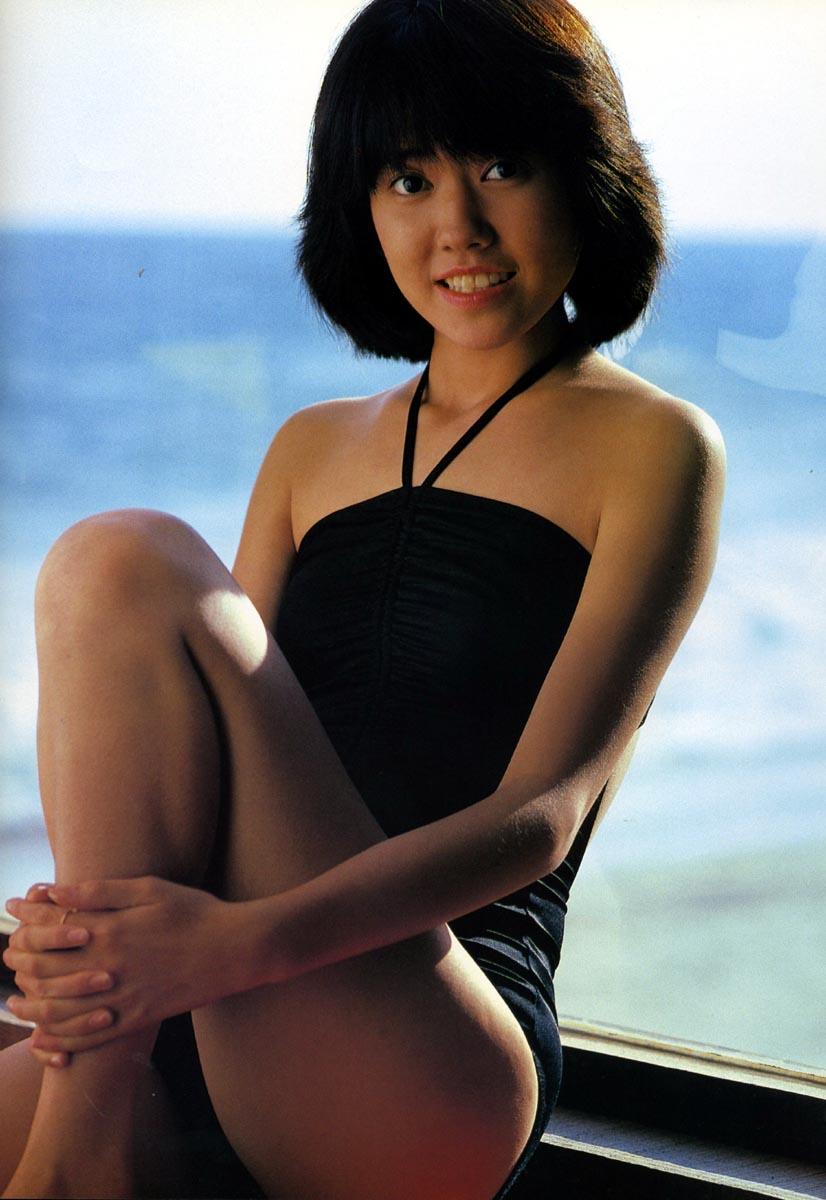 【80sグラビアエロ画像】昭和のアイドルグラビアの水着って布薄すぎませんかww?乳首わかっちゃうのがデフォルトかと思わせる画像集 38