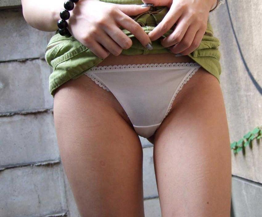 【スカートエロ画像】素人が自分でスカートたくし上げしてパンツ見せてくれる画像集めたら、自分がお願いしてるみたいで超興奮したww 24