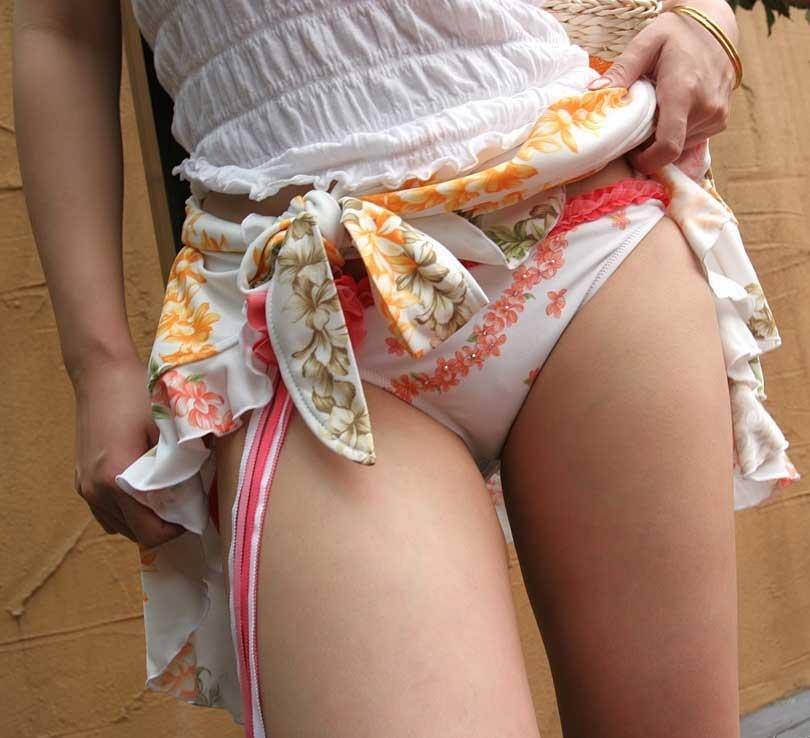 【スカートエロ画像】素人が自分でスカートたくし上げしてパンツ見せてくれる画像集めたら、自分がお願いしてるみたいで超興奮したww 32