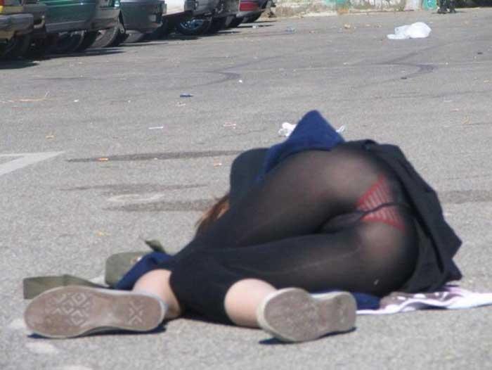 【ハプニングエロ画像】街中で出会えるウソみたいなエロハプニング画像集!引きこもりの子に見せれば効果あるのではww 10