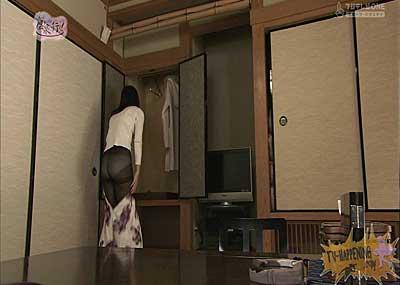 【お宝エロ画像】お尻アングルが絶妙なエロさを誇る番組もっと温泉に行こう!