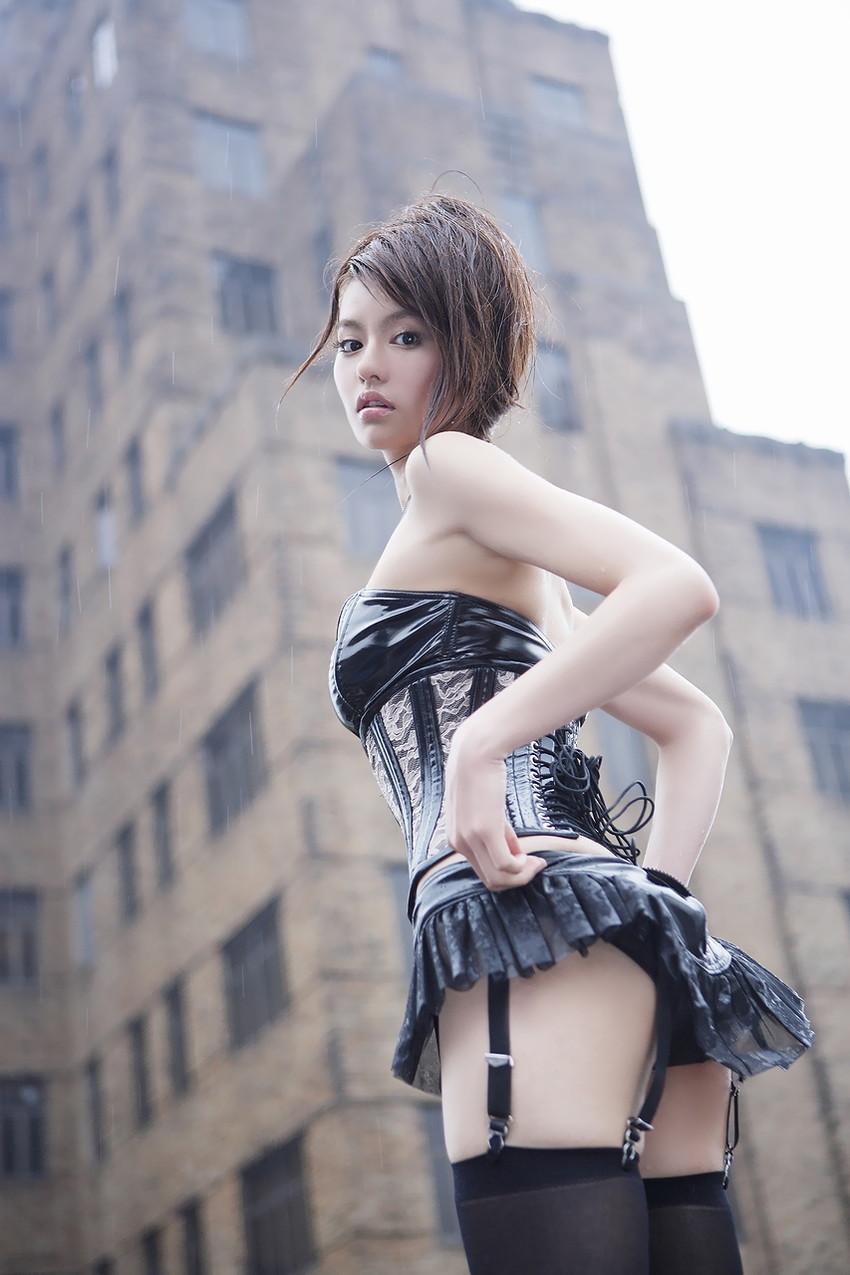 【ガーターベルトエロ画像】女性下着で最も脱がされない物がガーターベルト。女性を8倍増しでエロくさせる最強アイテムを身に着けたエロ画像集 38